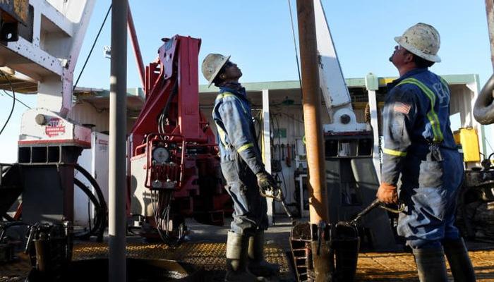 Giá dầu bật tăng sau loạt tin thương mại khả quan