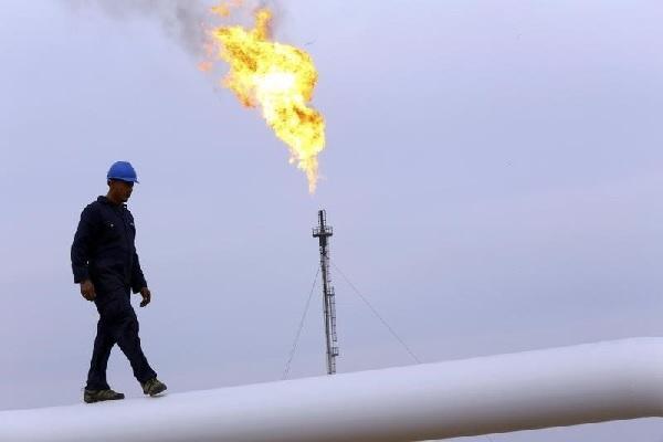 Giá dầu giảm nhưng đà giảm bị hạn chế bởi kì vọng giá sẽ vẫn có thể đạt 45USD