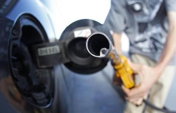 Giá dầu thô giảm mạnh, trượt mốc 40 USD/thùng