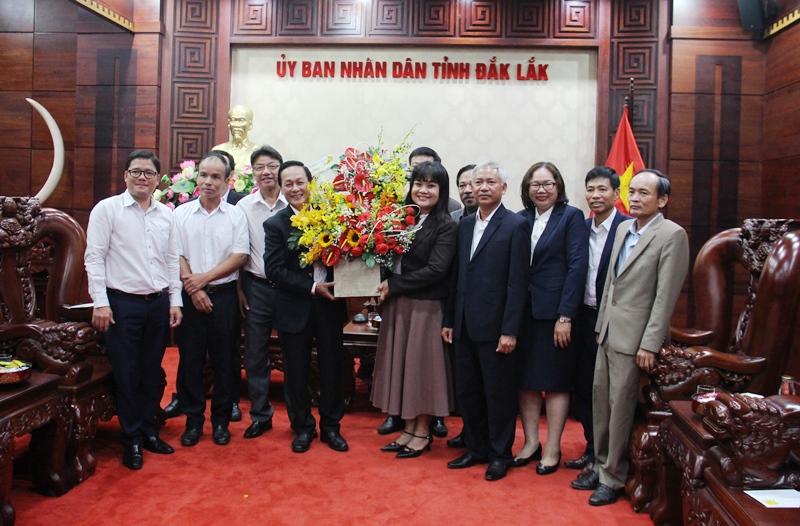 Lãnh đạo Tập đoàn Công nghiệp Cao su Việt Nam thăm và chúc Tết lãnh đạo UBND tỉnh Đắk Lắk