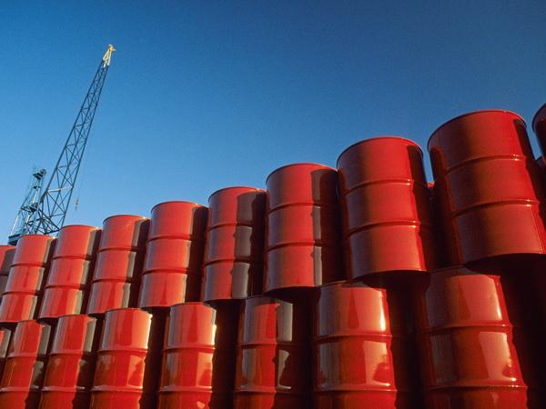Giá xăng dầu hôm nay 27/4: Tiếp đà lao dốc