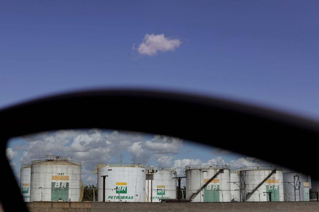 Nhà đầu tư lạc quan, giá dầu quay đầu tăng