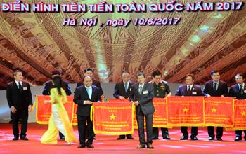 VRG đón nhận Cờ thi đua của Chính phủ năm 2016