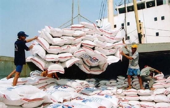 Gạo, cao su, thủy sản tăng xuất khẩu qua Cửa khẩu Móng Cái