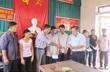 Công ty TNHH MTV Cao su Hương Khê tặng 75 xuất quà cho các gia đình chính sách.