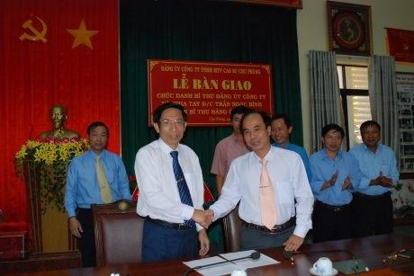 Cao su Chư Prông: Bàn giao chức vụ Bí thư Đảng ủy cho ông Võ Toàn Thắng